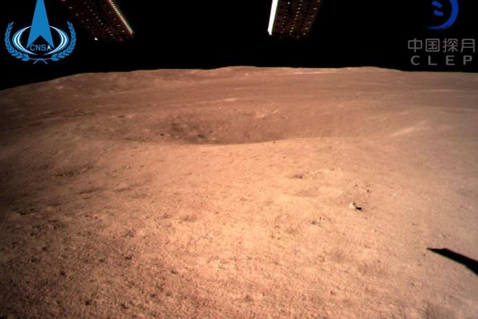 התמונה הראשונה בהיסטוריה של פני השטח של הירח מצדו הרחוק