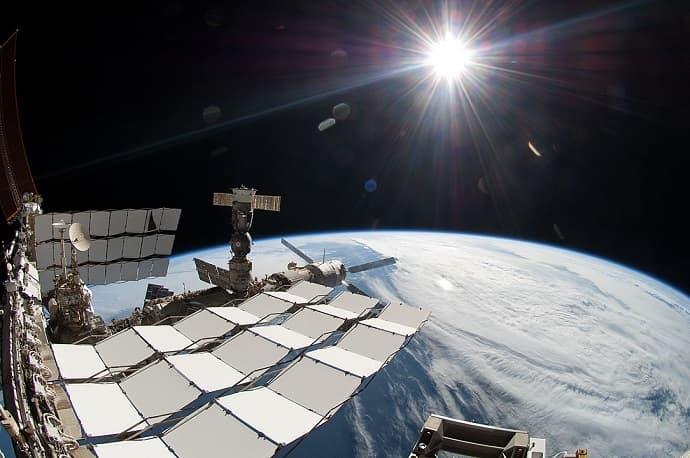 """השמש מתחנת החלל הבינלאומית. קרדיט: נאס""""א"""