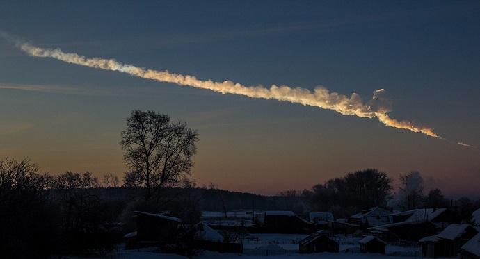 ב-15 בפברואר 2013 התפוצץ אסטרואיד בקוטר של כ-20 מטרים מעל העיר צ'ליאבניסק שברוסיה. קרדיט: Alex Alishevskikh