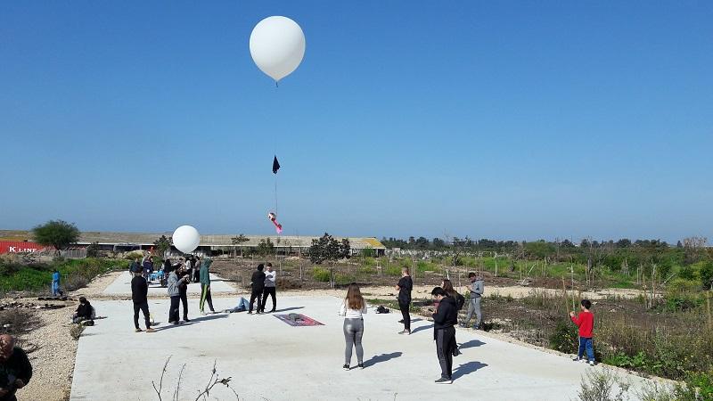 הפרחת הפסאודו-לוויינים באוויר