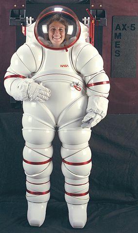 חליפת החלל AX5 | צילום: NASA