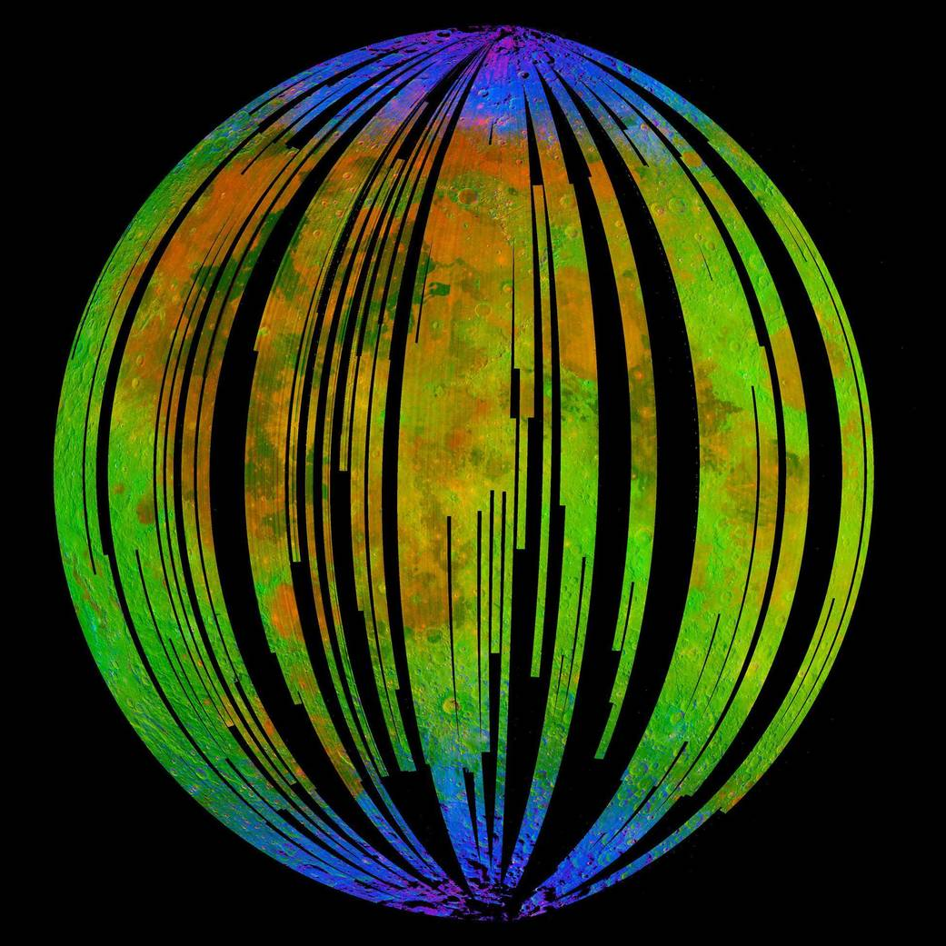 מצבורי המים מסומנים בכחול במיפוי מינרולוגי של הירח | ISRO/NASA/JPL-Caltech/Brown Univ./USGS
