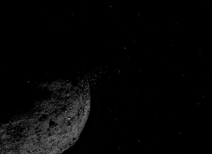 סילוני אבק וגז הנפלטים מהאסטרואידים בנו. קרדיט: NASA/Goddard/University of Arizona/Lockheed Martin