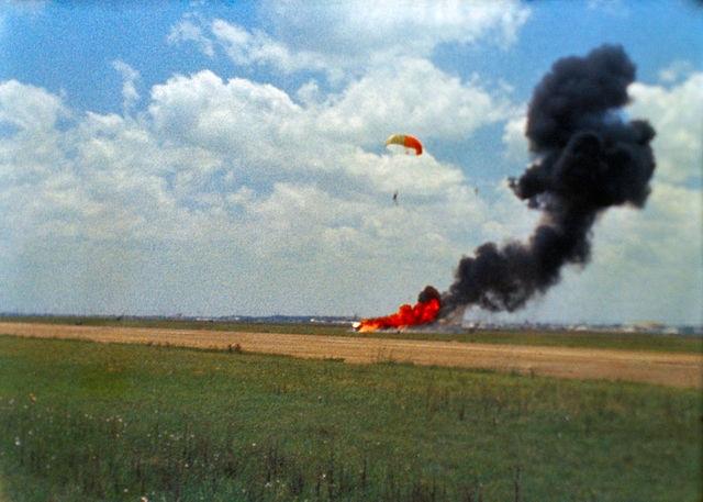 ארמסטרונג ניצל מתאונה בסימולטור של רכב הנחיתה הירחי, מאי 1968. למרבה הפלא, האסטרונאוטים לא קיבלו תוספת סיכון לשכרם. קרדיט: NASA
