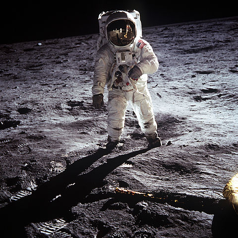 באז אלדרין על פני הירח