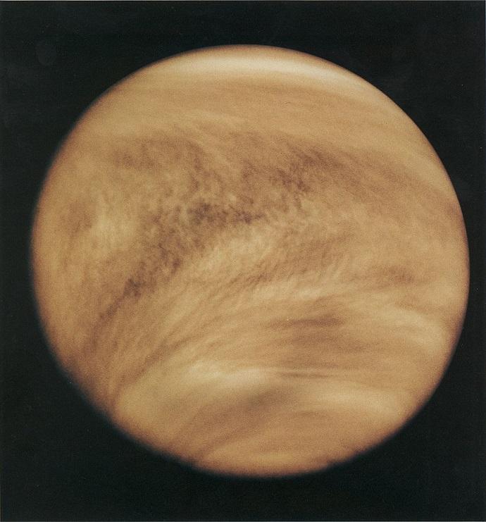 מבנה העננים הדחוס באטמוספירה של נוגה בשנת 1979, כפי שחשפה המקפת פיוניר. קרדיט: NASA