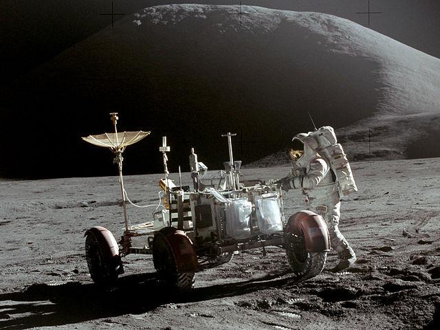 ג'ים ארווין לצד רכב הירח במשימת אפולו 15 | NASA