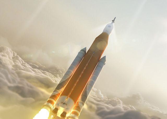 """המשגר הכבד בהיסטוריה, SLS, וקפסולת החלל אוריון (בקצה). המשגר מיועד למשימות מאוישות לחלל העמוק, כמו לירח ולמאדים. הדמיה: נאס""""א"""