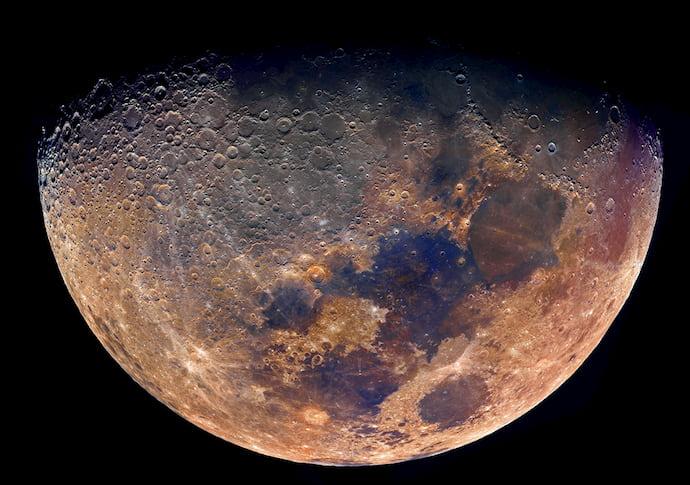 ירח בצבעים מודגשים