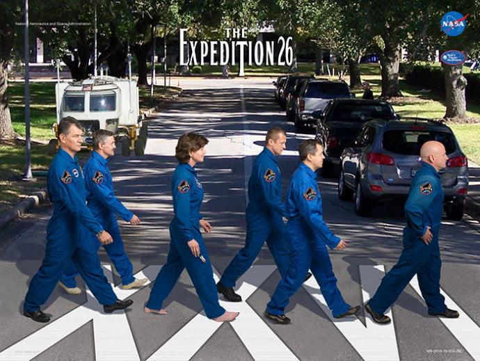 פוסטר אסטרונאוטים לפי עטיפת האלבום אבי-רואוד של הביטלס
