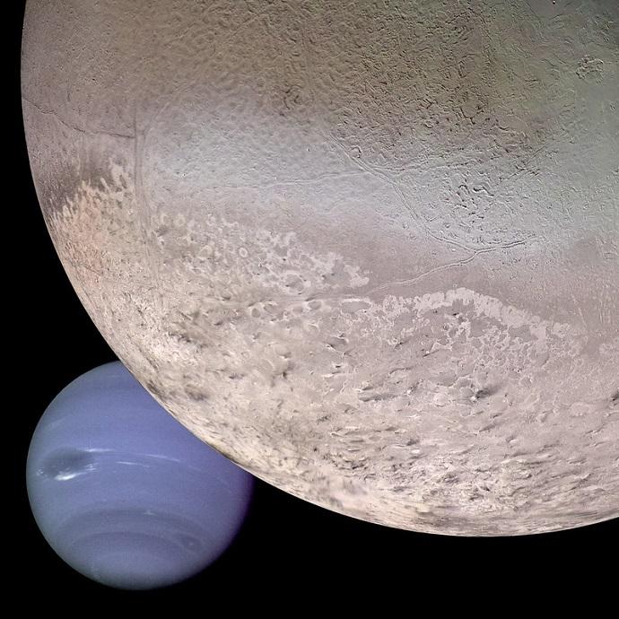 טריטון נלכד על ידי נפטון והוא כנראה עתיד ליפול עליו. קרדיט: NASA