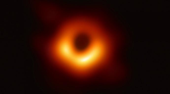 תמונת החור השחור שפורסמה היום. קרדיט: EHT NSF