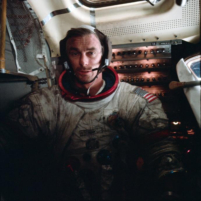 אסטרונאוט אפולו 17 יוג'ין סרנן מלוכלך אחרי 22 שעות של חציבה באדמת הירח. קרדיט: NASA