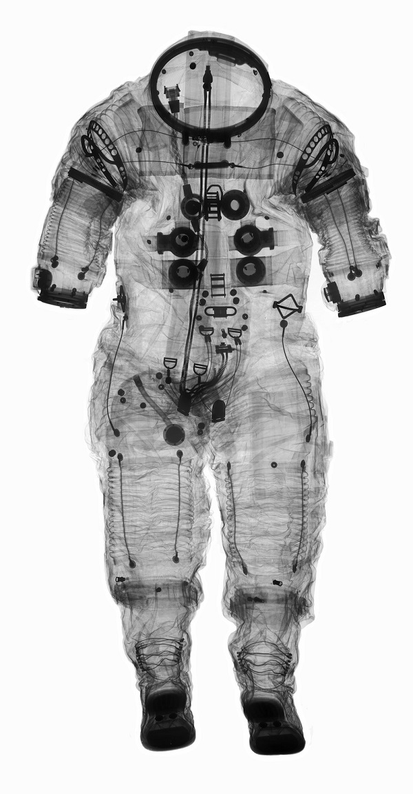 lan-Shepard-Apollo-Extravehicular-Suit-Photo-Mark Avino-Smithsonian-Institution.jpg