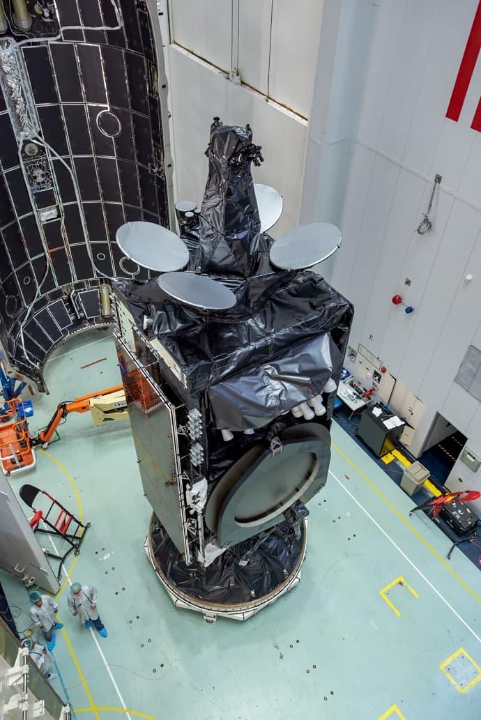 עמוס 17 במעבדה. צילום: רפאל מזרחי, באדיבות Spacecom