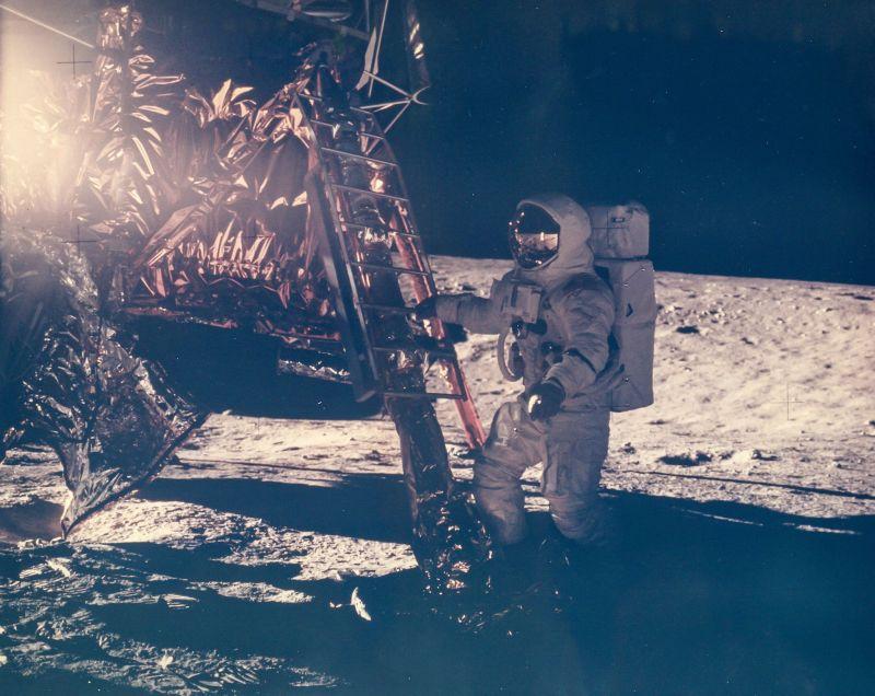האסטרונאוט אלן בין בצעדיו הראשונים על הירח, משימת אפולו 12, נובמבר 1969 | NASA