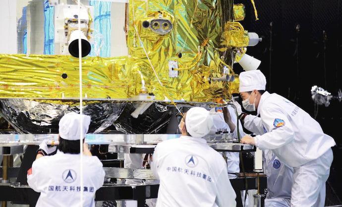 הקפסולה במקפת של צ'נגאה-5, שבה יחזרו הדגימות מהירח. קרדיט: SHI Xiaodan