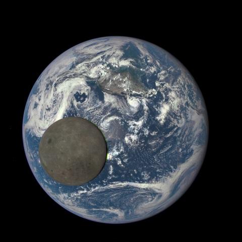 הצד הרחוק (והמואר) של הירח | NASA