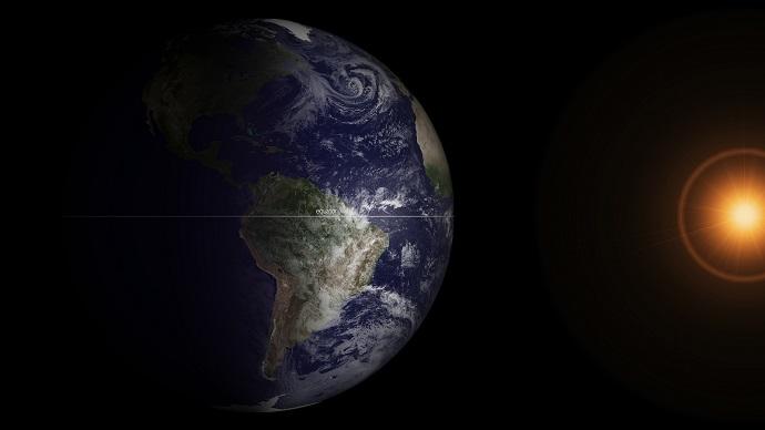 השמש נמצאת בזווית ישרה מול קו המשווה