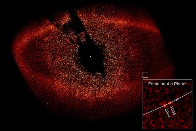 כוכב הלכת דגון ב-2004 וב-2006, כפי שצולם באור נראה על ידי טלסקופ החלל האבל. קרדיט: NASA/ESA