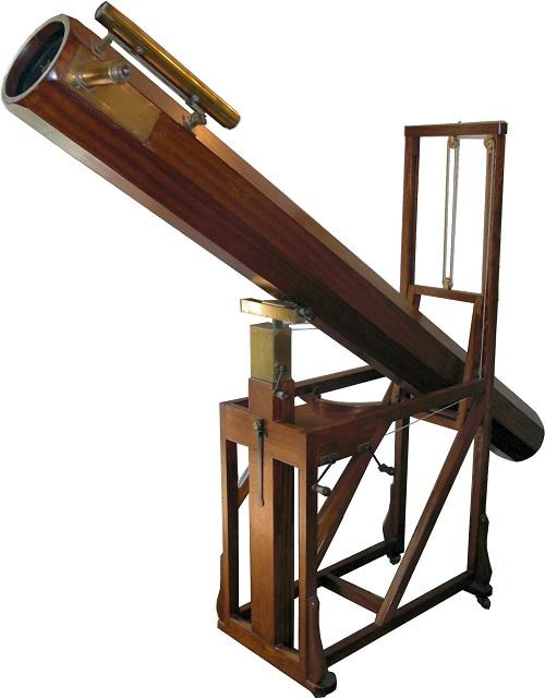 העתק של הטלסקופ של הרשל, המוצב במוזיאון הרשל בבאת'. בטלסקופ זה גילה הרשל את כוכב הלכת השביעי