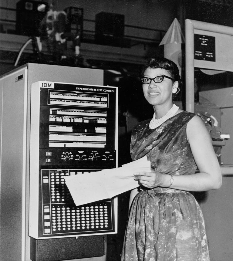 מלבה רוי הובילה את קב' המתמטיקאים בניסוי לוויין התקשורת החלוצי בתחילת שנות השישים | NASA