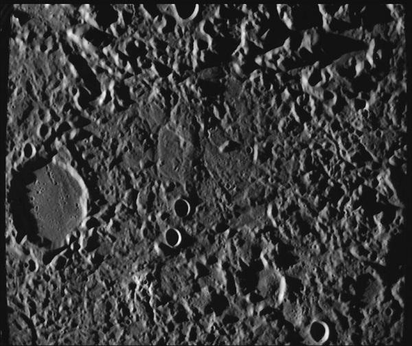 השטח הכאוטי בכוכב חמה, כפי שצולם על ידי מסנג'ר ב-2006. קרדיט: NASA