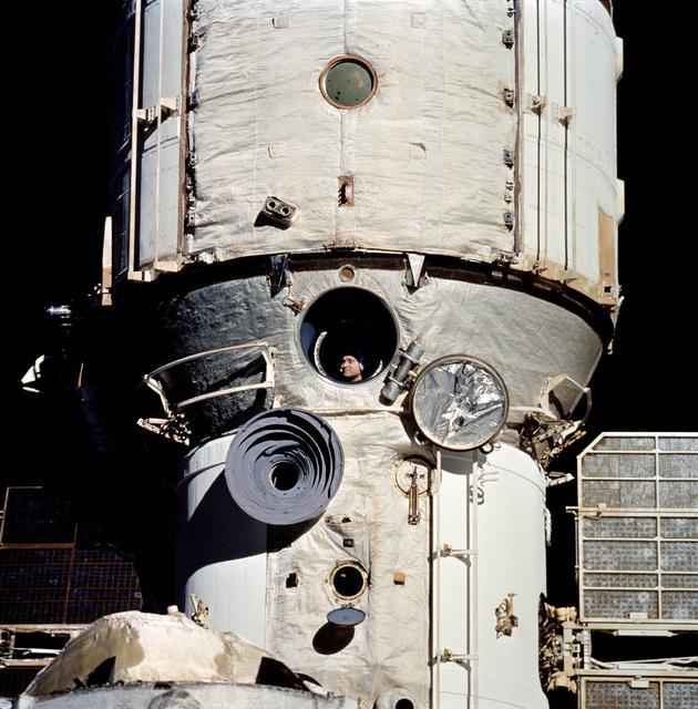 תחנת החלל מיר | צילום:  NASA/JSC