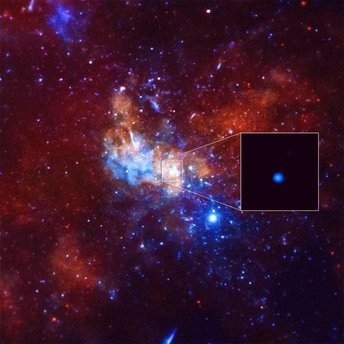 """התפרצות קרינת רנטגן מהחור השחור העל-מסיבי שנמצא במרכז הגלקסיה שלנו, שביל החלב, ב-2013. קרדיט: נאס""""א"""