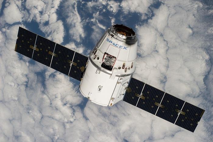 מעבורת החלל דרגון של SpaceX בדרך לתחנת החלל הבינלאומית ב-2014. תגיע לירח לפני אוריון? | צילום: SpaceX
