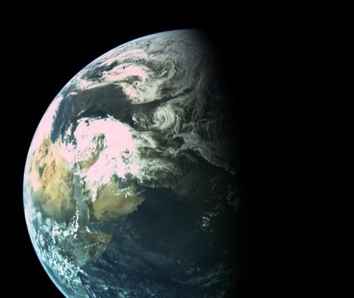 צילום שצילמה בראשית ממרחק של 16 אלף קילומטר מכדור הארץ. באדיבות: SpaceIL