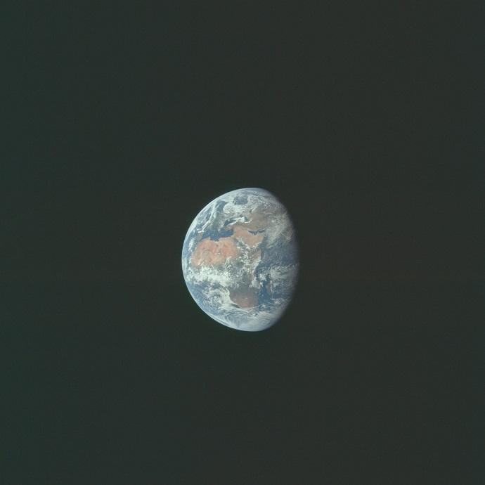 כדור הארץ כפי שצולם על ידי באז אולדרין מאשנב אפולו 11