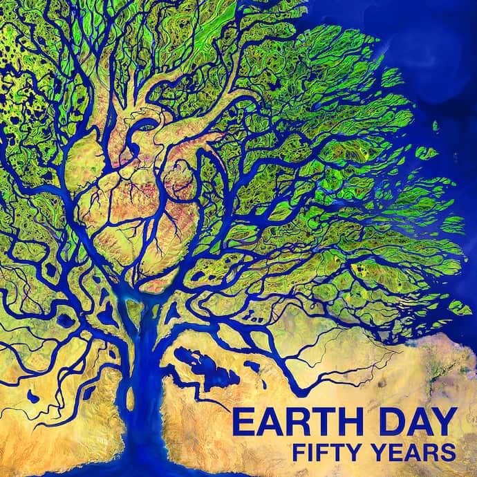"""פוסטר יום כדור הארץ 2020 של נאס""""א, לציון 50 שנה לחג האוניברסלי הבלתי רגיל הזה. קרדיט: NASA"""