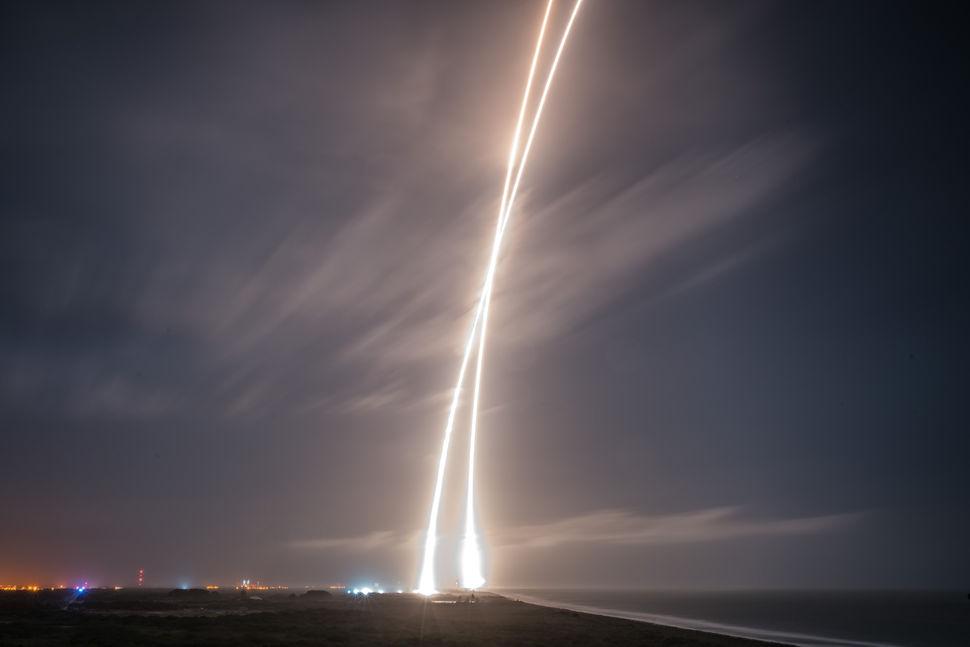 שיגור והנחתה של רקטת פאלקון 9, דצמבר 2015 | צילום: SpaceX