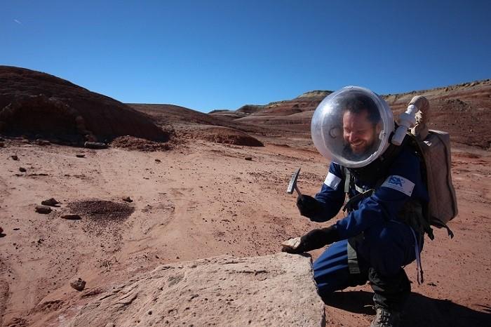 ממשיכים עם המחקר הגיאולוגי בשטח | צילום: Dr. Niamh Shaw