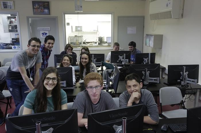 תלמידות מאולפנת עפרה עם תלמידי מרכז המדעים הרצליה
