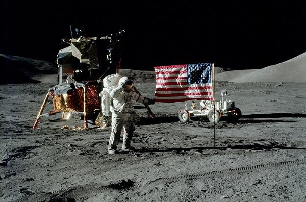 """סרנן ב-1972. """"כן, אני האדם האחרון שהלך על הירח"""", אמר בערוב ימיו, """"וזה כבוד מפוקפק ומאכזב. עבר יותר מדי זמן""""."""