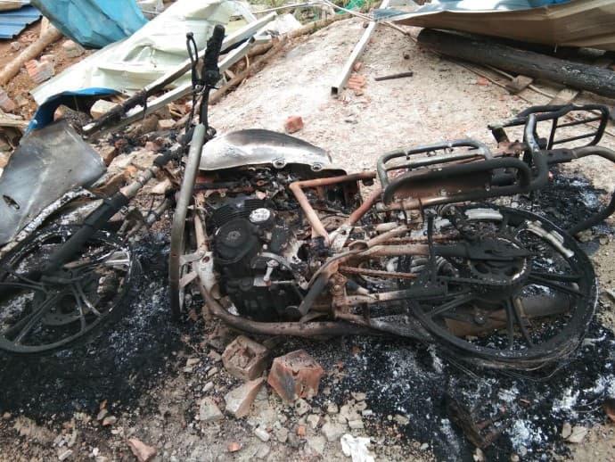 שרידי אופנוע שרוף