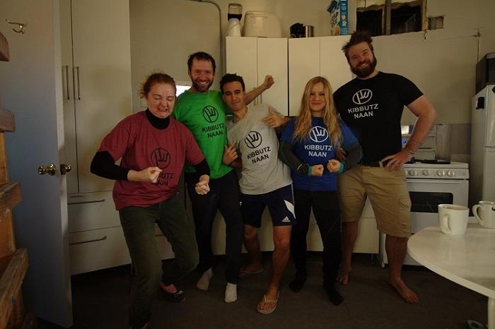 צוות מאדים עם חולצות קיבוץ נען | צילום:  Dr. Niamh Shaw