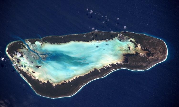 אלדברה באיי סיישל. אטול האלמוגים השני בגודלו בעולם מעל פני הים | צילום: Tim Peake