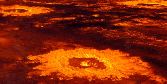מכתש על פני השטח של כוכב הלכת נגה