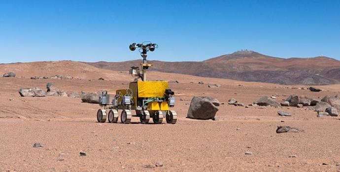 """הרובר רוזלינד פרנקלין בנסיעת מבחן בצ'ילה. כרגע הרובר """"מבודד"""" בקאן, צרפת. קרדיט: ESO"""