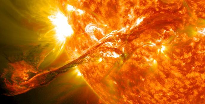 התפרצות סולארית ב-31 באוגוסט 2012, שגם גרמה לאורורה מרשימה ב-3 בספטמבר. קרדיט: NASA
