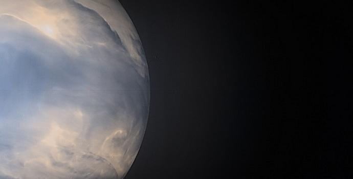 חום האטמוספירה הקורן מהצד החשוך של כוכב הלכת נוגה