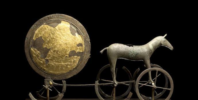 מרכבת שמש מאותה תקופה, שנמצאה בדנמרק. האם צלם דומה היה בבית המקדש? | צילום: Nationalmuseet