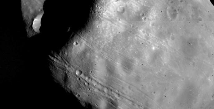פובוס, ירחו של מאדים.