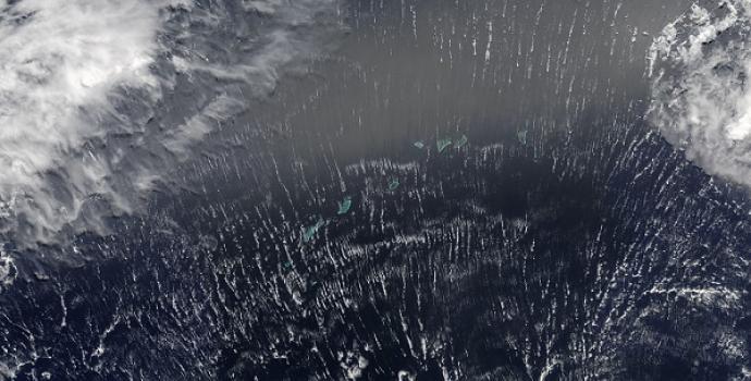 חגיגת עננים: כדור הארץ מהחלל