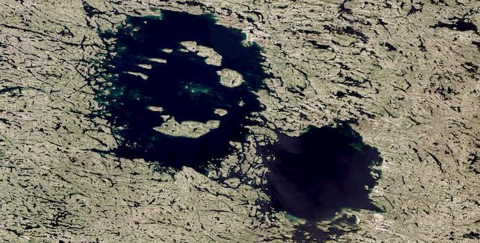 לפני 290 מיליון שנה שני אסטרואידים מסיביים הלמו בכדור הארץ, היכן שקנדה כיום, ואלה המכתשים שהם הותירו.