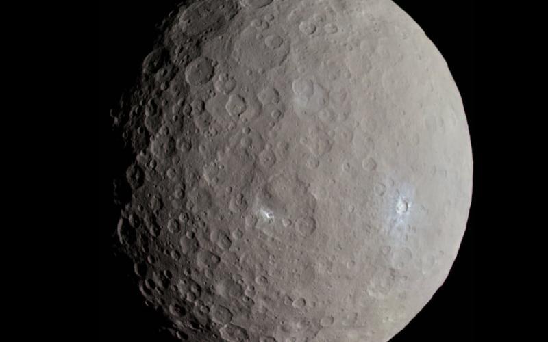 קרס, כפי שצולם על ידי הגשושית שחר ב-2015. קרדיט: NASA/Justin Cowart