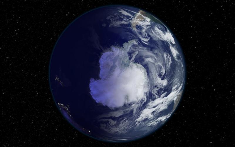 המרחק מהשמש אינו משפיע על עונות השנה אך כן הופך את החורף בקוטב הדרומי לארוך וקר יותר